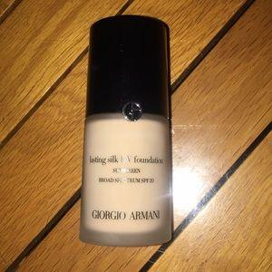 Giorgio Armani lasting silk UV foundation